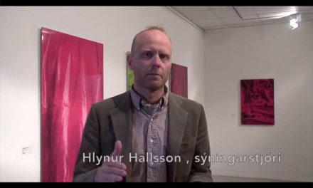 Sýningarstjóraspjall – Hlynur Hallsson segir frá sýningunni Fólk/People